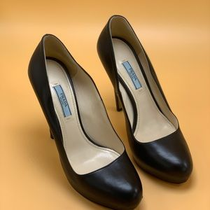 Prada black leather platform pumps. Size 39